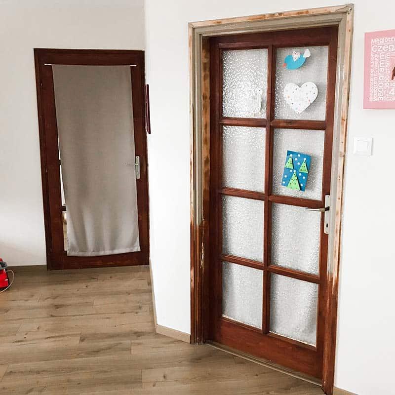 elhasználódott beltéri ajtó