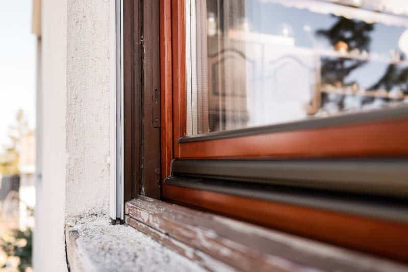 Felújítás előtti ablakkeret